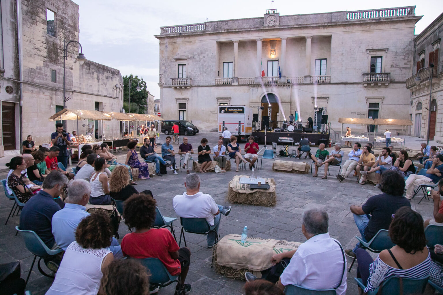 Oikos - foto piazza partecipata